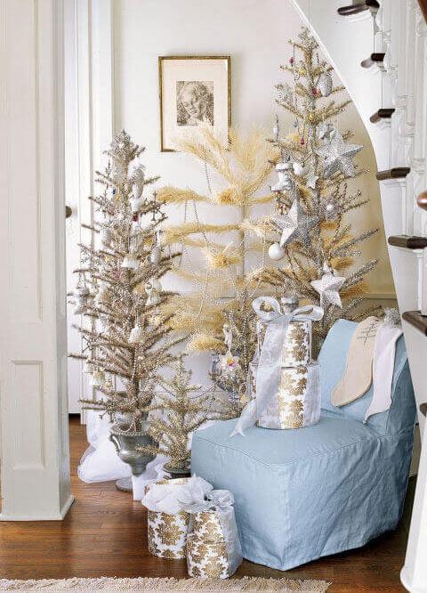 Рождественская елка с мишурой