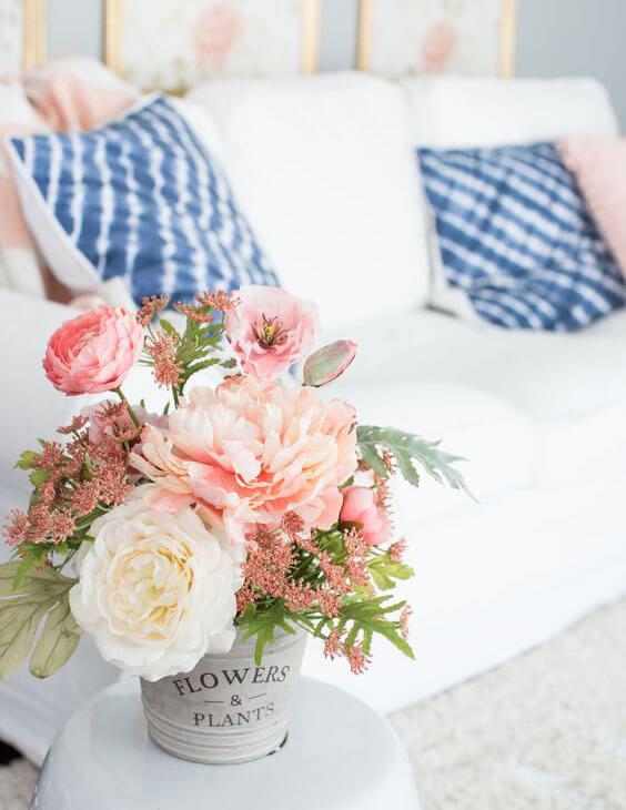 искусственные цветы в доме